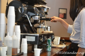 Caffe Bellezza pulling an espresso shot